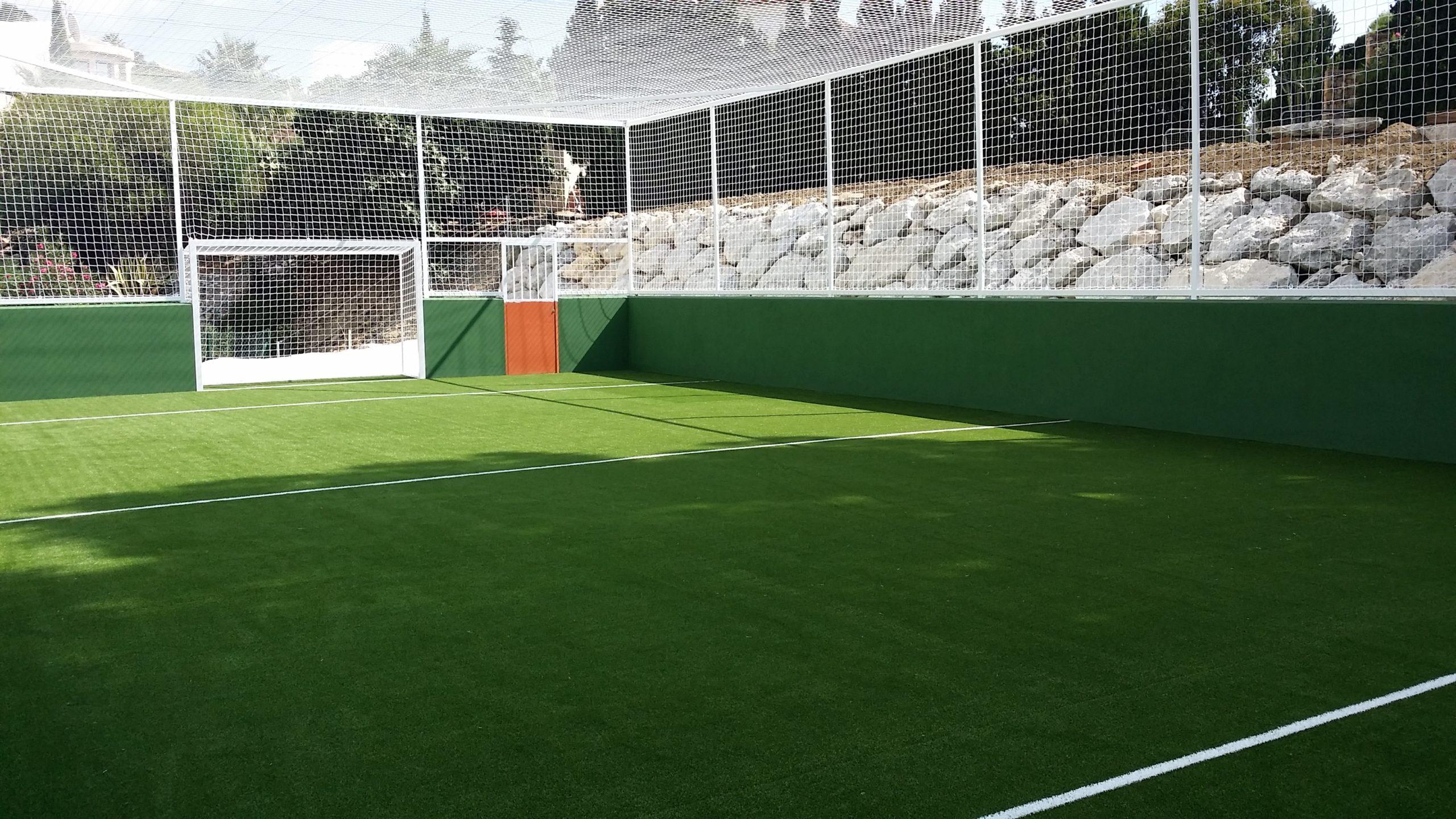 Instalación de césped artificial campo de fútbol
