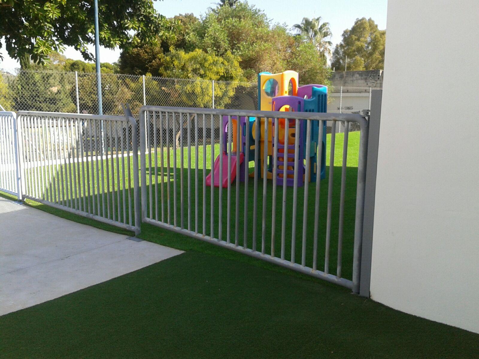 Instalación de césped artificial para niños