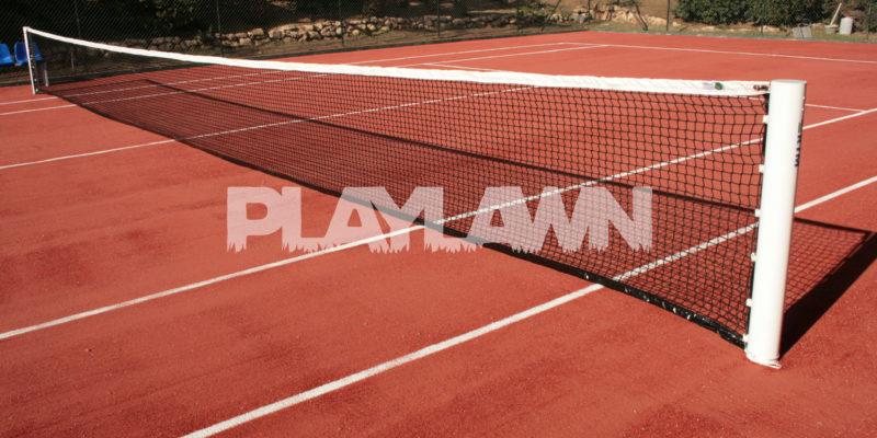 pista de tenis con cesped artificial